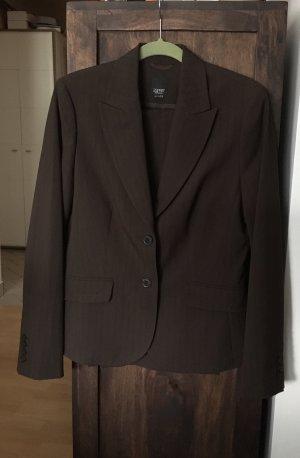 Esprit Traje de pantalón marrón oscuro