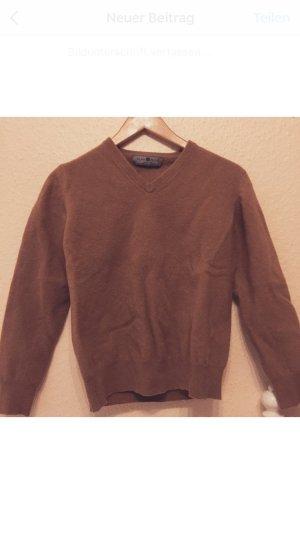 Schöner dicke Braune Pullover