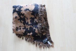 Schöner dicker Schal in schwarz-cognacfarben