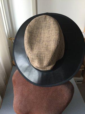 Schöner Fedora Hut für den Frühling