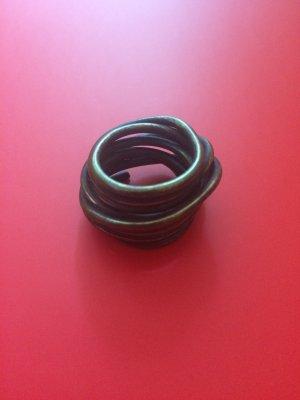 Schöner gedrehter Ring