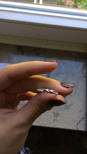 Schöner geschwungener Swarovski Ring