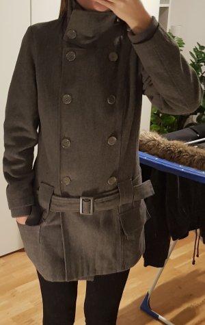 Schöner grauer Winter Mantel