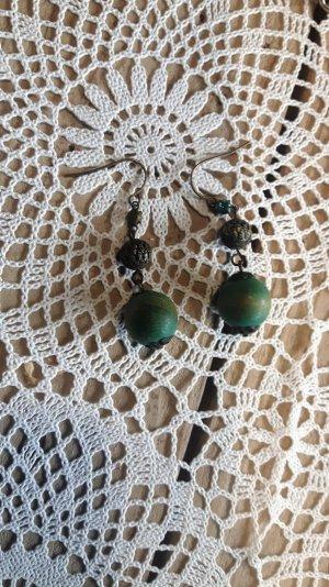schöner grüner Ohrhänger aus Holz von Dawanda