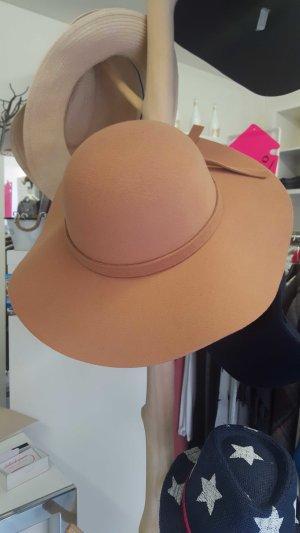 Schöner Hut aus Filz in Camel