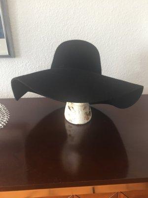 Schöner Hut für das perfekte Herbst - Outfit
