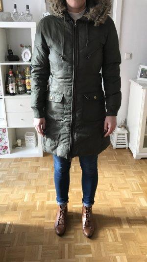 Schöner knielanger Mantel Khaki von Zara