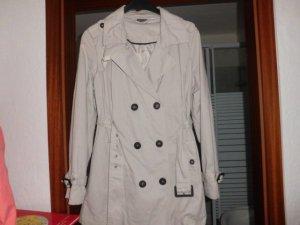 schöner kurzer Mantel