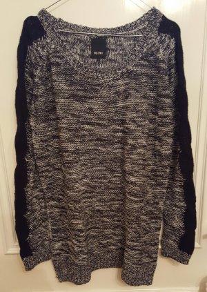 Schöner langer Pullover