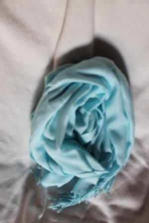Schöner langer Schal