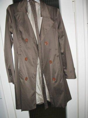 Schöner, leicht schimmernde khaki farbener Trenchcoat, Made in Italy