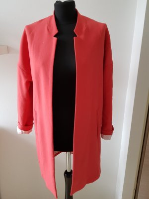 Schöner leichter Mantel in corallenrot