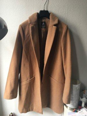 Schöner Mantel in camel / cognac Farbe