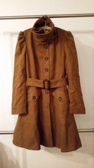 Schöner Mantel in cognac-braun