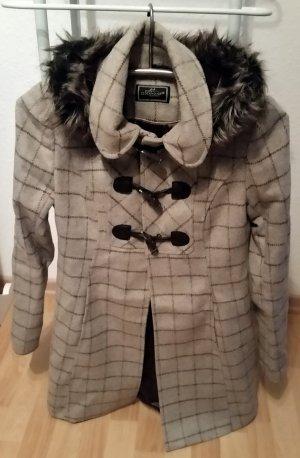 Schöner Mantel mit abnehmbarer Kapuze