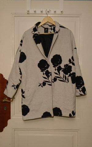 Schöner Mantel mit Blumenprint
