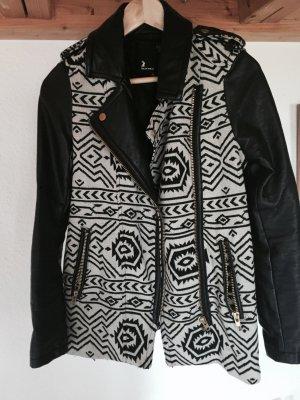 Schöner Mantel mit Muster