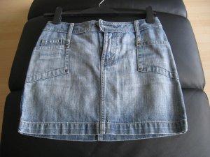 Schöner Mini-Jeansrock