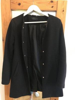Schöner minimalistischer Mantel