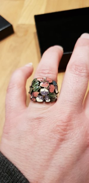 Schöner Modeschmuck-Ring in gedeckten Farben. Gr. 53