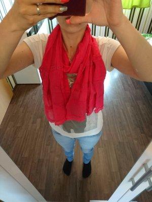 Schöner pinker Schal
