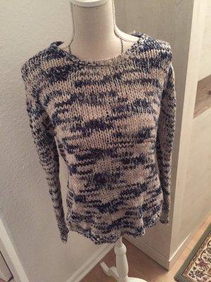 Schöner Pullover für den Winter