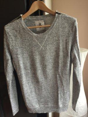 Schöner Pullover für kühle Tage