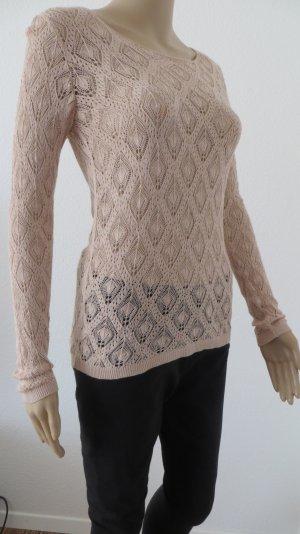 Schöner Pullover mit Häkeloptik