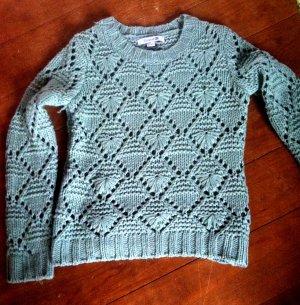 schöner Pullover mit Lochstrick