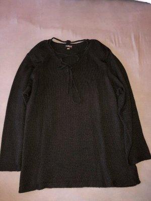 Schöner Pullover mit Schulterpolstern