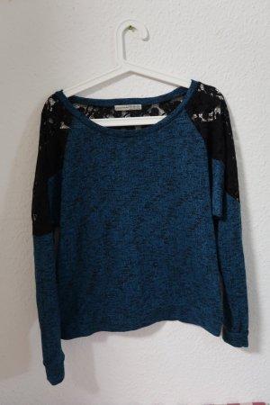 Schöner Pullover mit Spitze