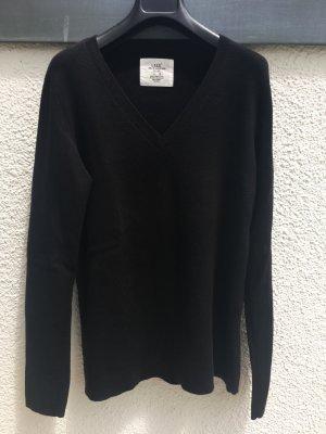 Schöner Pullover mit V-Ausschnitt