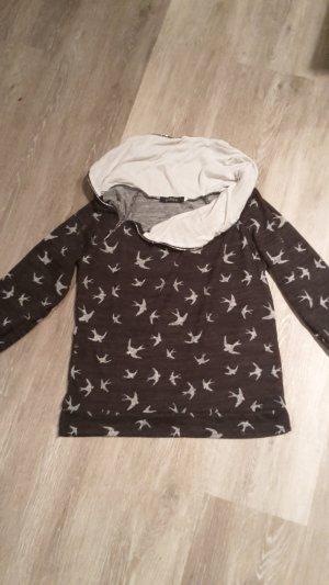 Schöner Pullover mit Vogelmuster