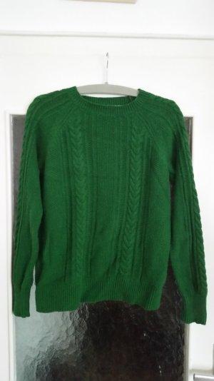 Schöner Pullover von Zara mit Zopfstrickmuster. Gerader Schnitt.