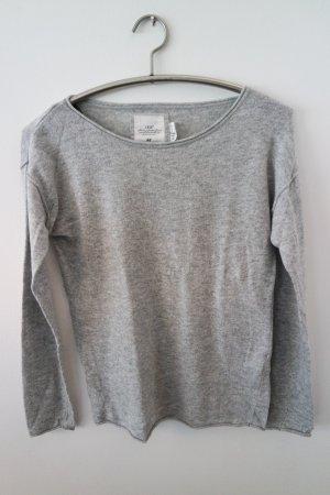 Schöner Pullover, weiches Material, angenehm zu tragen, mit Angoraanteil