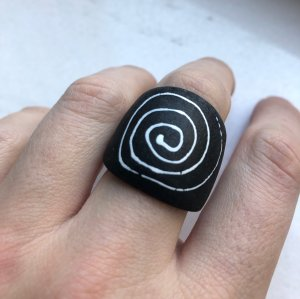 Statement Ring black-white