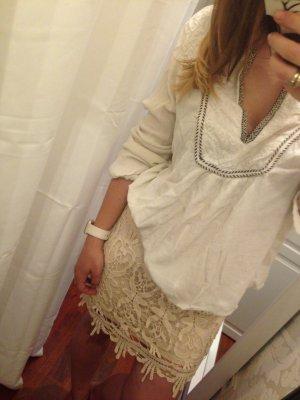 Schöner Rock mit Spitze in creme / beige lace blogger urlaub