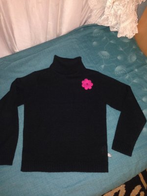 Schöner Rollkragen-Pullover