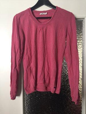 Schöner rosa Pullover