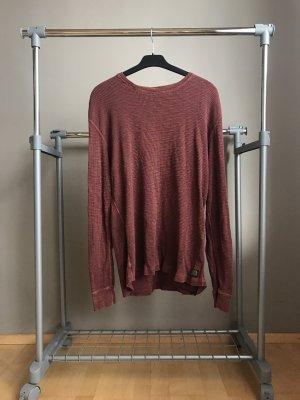 Schöner roter Pullover