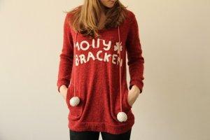 schöner roter winterlicher Pulli von Molly Bracken, Bommel