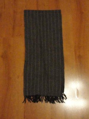 Schöner Schal, 90 % Lammwolle, 10 % Kaschmir, sehr gut erhalten