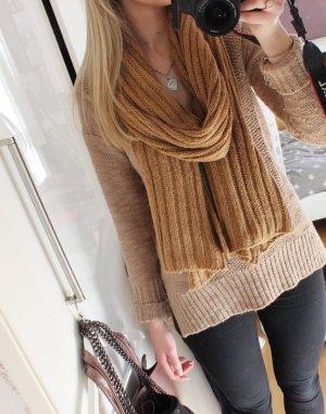 Schöner Schal für die kalte Jahreszeit