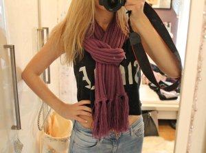 Schöner Schal in lila für die kalte Jahreszeit