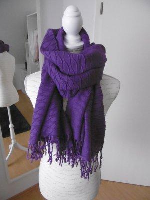 Schöner Schal in Violett mit Wellenstruktur und Fransen