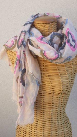 Schöner Schal mit Muster