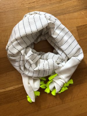 Schöner Schal mit Neondetails