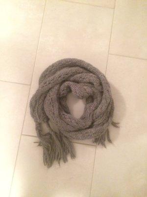 Schöner Schal. Perfekt für den Winter