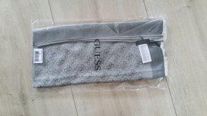 Schöner Schal/Tuch der Marke Guess