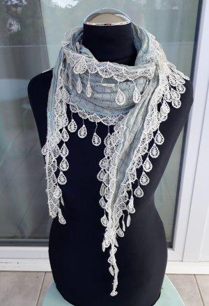 schöner Schal türkis